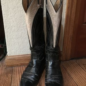 Black dressCowgirl boots with grey inset